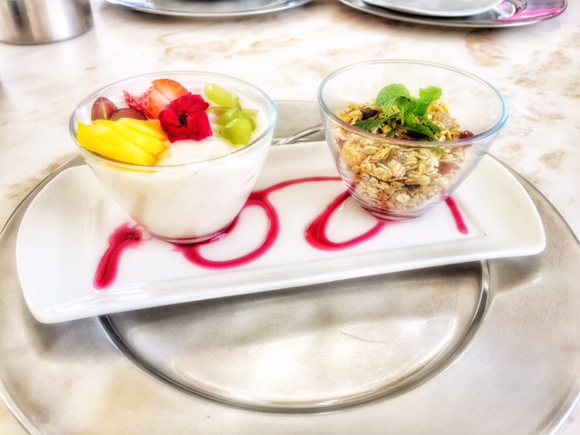 yogurt fruit muesli